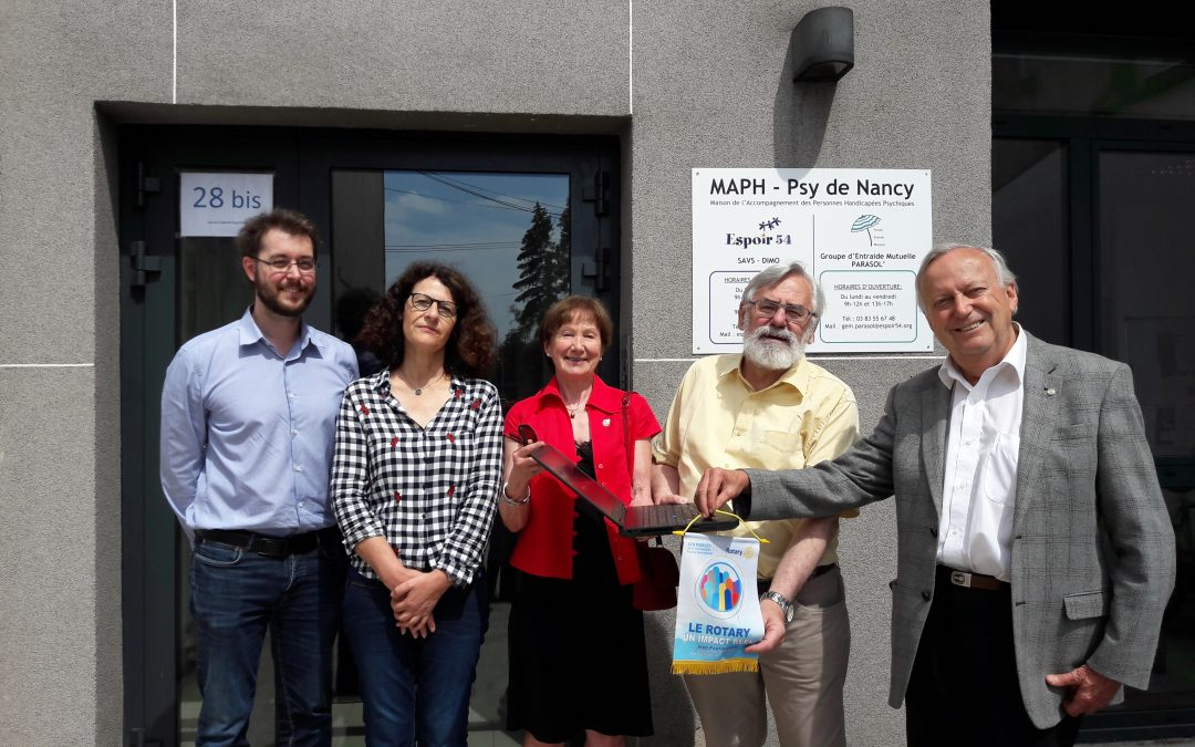 Rotary Club de Nancy : Don d'un ordinateur portable